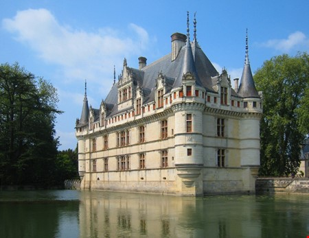 Loire Valley france accommodation for digital nomads